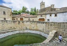 Ansicht der historischen Zisterne in alter Stadt Trujillos, Spanien Lizenzfreies Stockbild