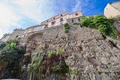 Ansicht der hohen Steinfestungswand Stockbild