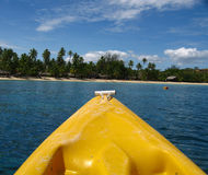 Ansicht der Insel von einem Kajak Lizenzfreie Stockbilder