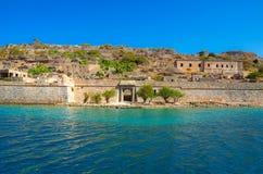 Ansicht der Insel von Spinalonga mit ruhigem See Waren hier Aussätzige, Menschen mit dem Hansen-` s desease, Golf von Elounda Stockbild