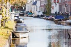 Ansicht der Kanäle der Stadt Leiden, der Bots und der Bäume, Leiden stockfotos