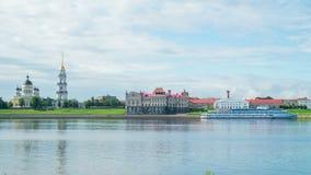 Ansicht der Kathedrale und des Flusses Volga stock video footage