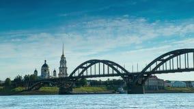 Ansicht der Kathedrale und des Flusses Volga stock footage