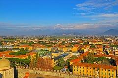 Ansicht der Kathedrale von Pisa von der Spitze des berühmten lehnenden Turms lizenzfreies stockbild
