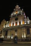 Ansicht der katholischen Kirche Nacht stockfotos