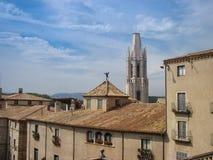 Ansicht der Kirche und der Häuser Lizenzfreies Stockfoto