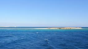 Ansicht der Klippe im Meer stock video footage