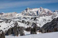 Ansicht der Klippen Alpe di Fanes im Winter, mit den Spitzen Conturines und Piz Lavarella, Alta Badia, italienische Dolomit Lizenzfreie Stockfotos