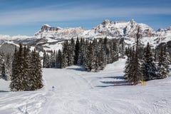 Ansicht der Klippen Alpe di Fanes im Winter, mit den Spitzen Conturines und Piz Lavarella, Alta Badia, italienische Dolomit Lizenzfreies Stockbild