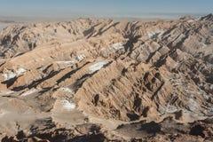 Ansicht der Kordilleren de la Sal, weißes Salz, das von den Felsen, salzige Berge in der Atacama-Wüste, Anden - Chile auftaucht Lizenzfreies Stockbild