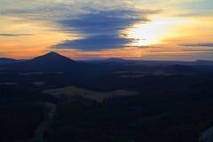 Ansicht der Landschaft bei Sonnenuntergang im Nationalpark die böhmische Schweiz, Tschechische Republik Stockfoto