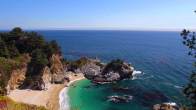 Ansicht der Landstraße des Pazifischen Ozeans und der Pazifikküste, in Big Sur, Kalifornien lizenzfreies stockfoto