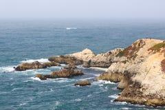 Ansicht der langen schroffen Nord-Kalifornien-Klippenküstenlinie Lizenzfreies Stockbild