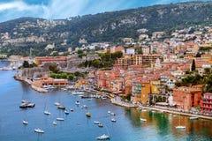 Ansicht der Luxus-Villefranche-sur-Mer Erholungsortes und Bucht Stockfoto