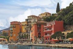 Ansicht der Luxus-Villefranche-sur-Mer Erholungsortes und Bucht Lizenzfreie Stockfotografie