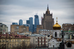Ansicht der Moskau-Stadt und des MFA Lizenzfreie Stockfotos