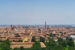 Ansicht der orange mittelalterlichen Skyline von Bologna mit Ziegelstein buildi stockfoto