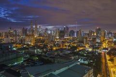 Ansicht der Petronas-Twin Tower an nah Lizenzfreie Stockfotografie