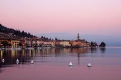Ansicht der Promenade von See Garda am Abend Lizenzfreie Stockfotografie