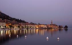 Ansicht der Promenade von See Garda am Abend Stockbild