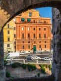 Ansicht der römischen Straße vom colosseum stockfotos