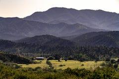 Ansicht der Ranch im Schädel-Tal nahe Prescott, Arizona lizenzfreies stockfoto