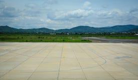 Ansicht der Rollbahn am Flughafen in Dalat, Vietnam Stockfotos