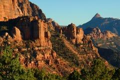 Ansicht der roten Felsen und der Landschaft in Zions Nationalpark (ii) Lizenzfreie Stockfotos