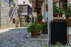 Ansicht der ruhigen Straße im alten Dorf Stockbild