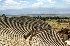 Ansicht der Ruinen der alten Stadt von Hierapolis stockfotografie