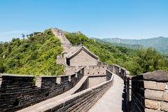 Ansicht der Ruinen der Chinesischen Mauer an Mutianyu-Abschnitt im Nordosten von zentralem Peking, China lizenzfreie stockfotos