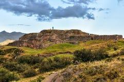 Ansicht der Ruinen der Festung von Puka Pukara in Cusco, Peru stockfoto