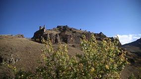 Ansicht der Ruinen einer alten Festung stock footage