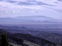Ansicht der Sandia-Berge von Ski Santa Fe stockfotos