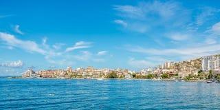 Ansicht an der Saranda-Stadt lizenzfreies stockbild