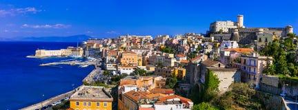 Ansicht der schönen Küstenstadt Gaeta Marksteine von Italien, Lazio lizenzfreie stockfotos