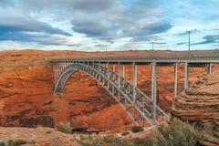 Ansicht der Schlucht-Schlucht-Verdammungsbrücke seite arizona USA lizenzfreies stockbild