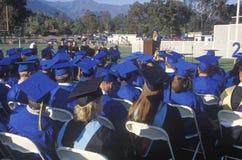 Ansicht der Schutzkappen und der Kleider von UCLA lizenzfreie stockbilder