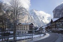 Ansicht der Schweizer Stadt (Lauterbrunnen) Stockfotografie