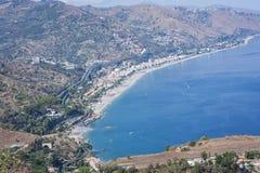 Ansicht der Seeküste von Taormina, Sizilien, Italien, schöne Landschaft lizenzfreie stockfotografie