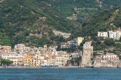 Ansicht der Seestadt vom Wasser Lizenzfreie Stockfotos