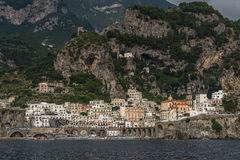 Ansicht der Seestadt vom Wasser Lizenzfreie Stockbilder