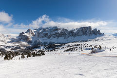 Ansicht der Sella-Gruppe mit Schnee in den italienischen Dolomit vom Skigebiet Stockfoto