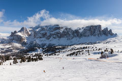 Ansicht der Sella-Gruppe mit Schnee in den italienischen Dolomit vom Skigebiet Lizenzfreie Stockfotografie