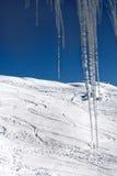 Ansicht der Skisteigung vom Balkon des Hotels Georgische SK Lizenzfreies Stockbild