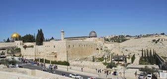 Ansicht der Solomon-` s Tempelüberreste und des Al--Aqsamoscheenminaretts in Jerusalem Stockfotos