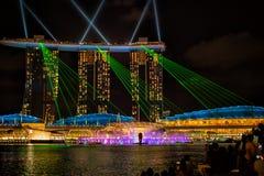 Ansicht der Spektren beleuchten und Wassershow lizenzfreies stockbild