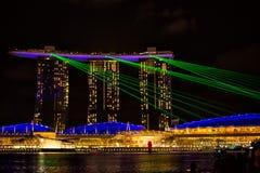 Ansicht der Spektren beleuchten und Wassershow stockfotografie