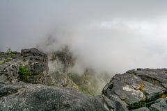Ansicht der Spitze von Tafelberg ins Cape Town, Südafrika Lizenzfreies Stockbild