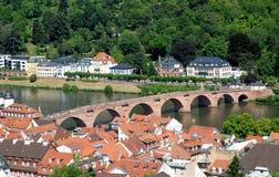 Ansicht der Stadt, des Flusses und der Steinbrücke, von Heidelberg-Schloss in Deutschland Lizenzfreie Stockbilder